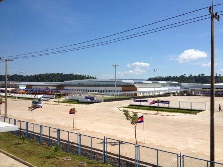 タイ・カンボジア国境沿いコッコン経済特別区で操業を開始した矢崎総業社.JPG