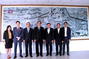 カンボジア商業大臣、貿易支援局長等との面談後の記念撮影.jpg