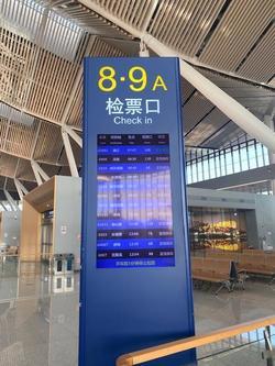 列車ごとに改札口が異なり発車3分前に入場が締め切られる.jpg